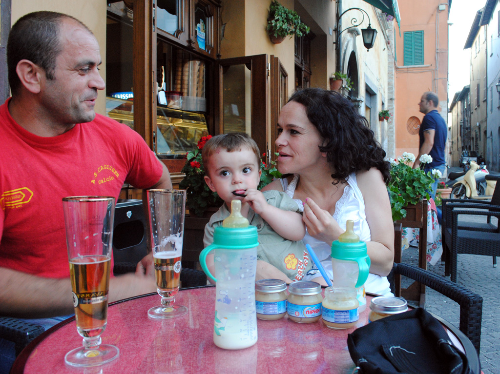 Egerta Zeli and Aleks and Ramos Sina sharinga family moment at Caffe d'Italia. Photo by Ashley Fontaine / Gonzaga in Cagli